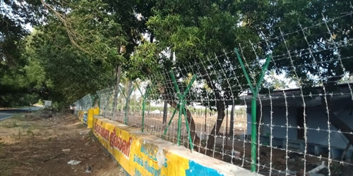 how to install Barbed wire fence
